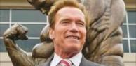 """Arnold Schwarzenegger volta a atacar Trump: """"acho que ele é apaixonado por mim"""""""